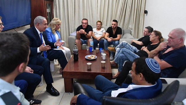 PM meets with families of victims (Photo: Twitter)