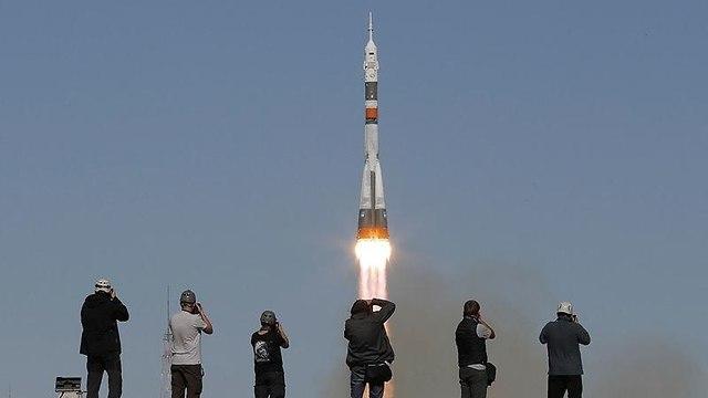 השיגור אתמול לחלל (צילום: EPA)