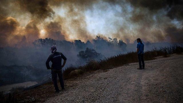 עשן שריפות בעוטף עזה (צילום: AP)