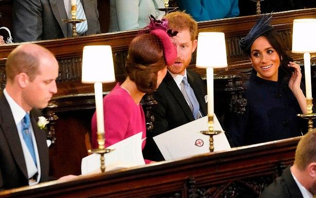 האורחים החשובים באמת: מייגן מרקל, הנסיך הארי, קייט מידלטון והנסיך וויליאם כבר יושבים כמו ילדים טובים (צילום: AFP)