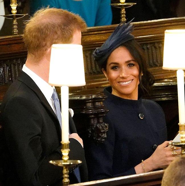 """""""תראה, למרות שזו לא החתונה שלנו הם עדיין מצלמים אותי"""" (צילום: AP)"""
