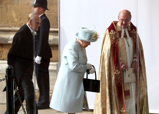 האורחת הכי חשובה בחתונה, הסבתא הגאה - המלכה אליזבת והנסיך פיליפ (צילום: Ap)