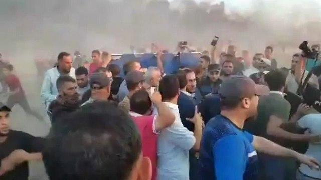 Хания на границе в гуще толпы участников беспорядков
