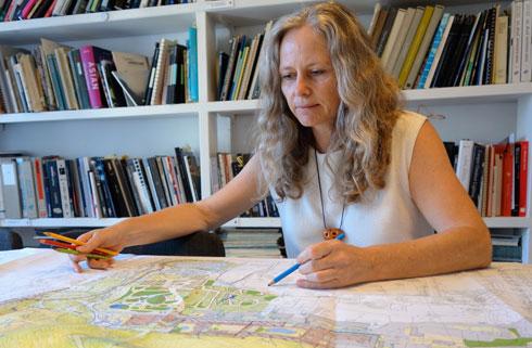 ברברה אהרונסון: ''אנחנו צריכים לשמור על השטחים הטבעיים'' (צילום: מיכאל יעקובסון)