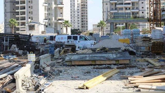 נהרג פועל בתאונת עבודה באתר בניה בבת ים ()
