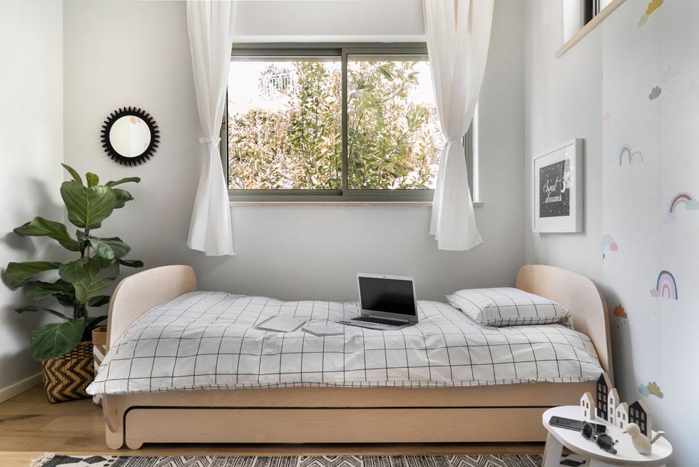 בגיל ההתבגרות: הצבעים והקישוטים פחות מתוקים, כך שאותה מיטה עדיין מתאימה (צילום: רותם רוזנאי)