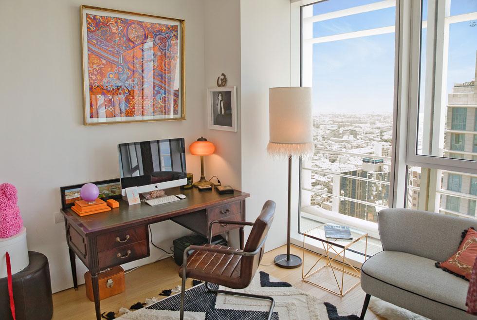 פינת העבודה בדירה. אוהבים להיות בבית (צילום: טל שחר)