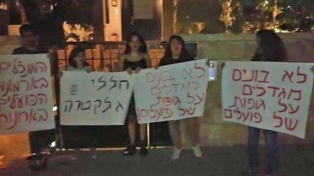 הפגנה מול ביתו של מנכ
