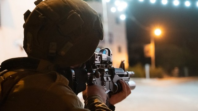 IDF forces searching for the terrorist (Photo: IDF Spokesman's Office)