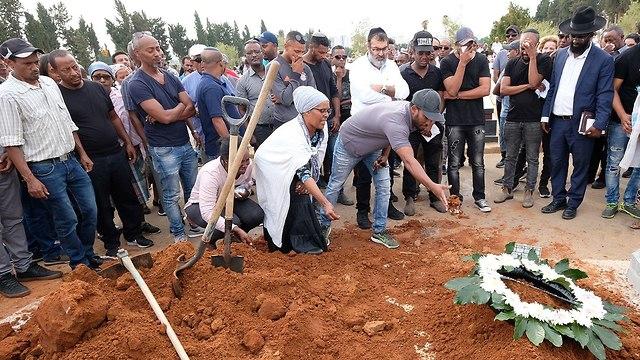 הלוויה של אנגווץ וואסה בנתניה (צילום: שאול גולן)