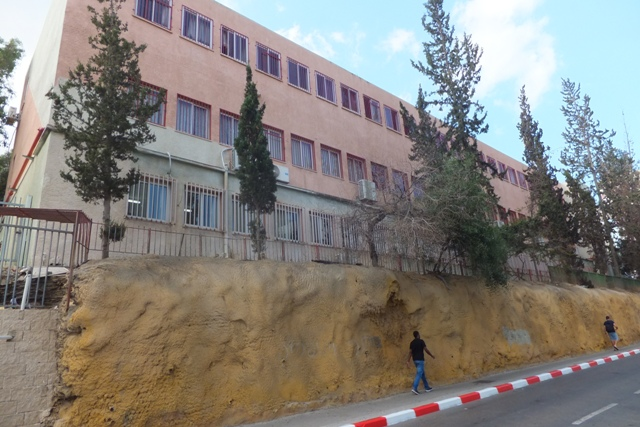 """Здание школы """"Шевах Мофет"""" в Тель-Авиве. Фото: Леон Левитас"""