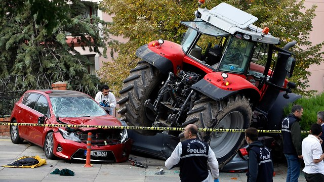 Turkish police shoot tractor driver (Photo: AP)