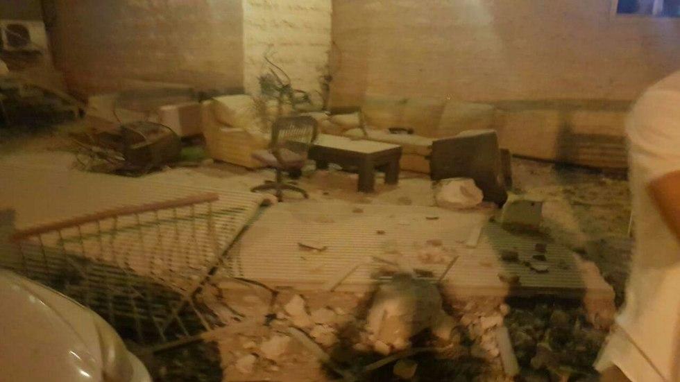 נפילה של רקטה בבית בבאר שבע  (צילום: חדשות 24 7 בפייסבוק)