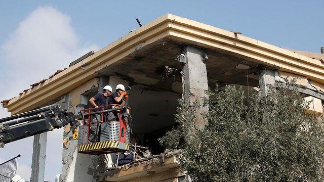Be'er Sheva home hit by rocket (Photo: EPA)
