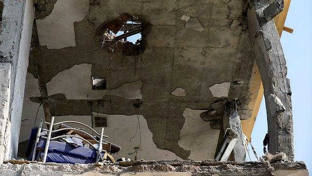 נזק לבית בבאר שבע שנפגע מרקטה שנורתה מרצועת עזה (צילום: רויטרס)