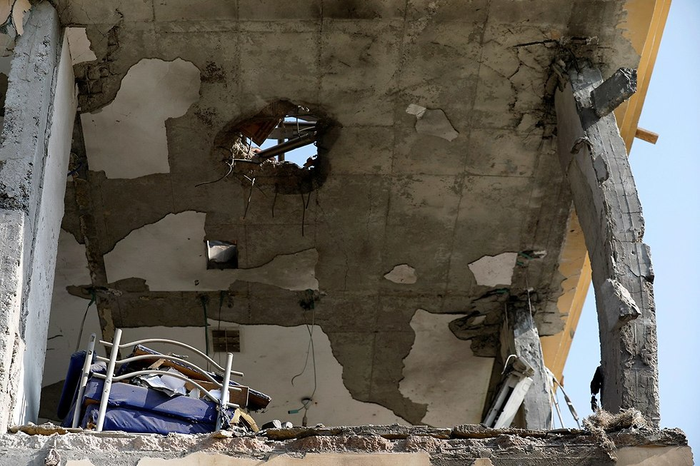House hit in Be'er Sheve by rocket fired from Gaza (Photo: Reuters)