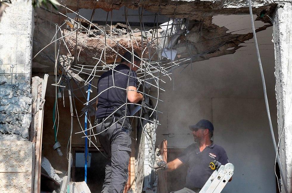 נזק לבית בבאר שבע שנפגע מרקטה שנורתה מרצועת עזה (צילום: AFP)