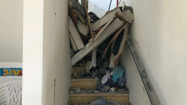 נזק לבית בבאר שבע שנפגע מרקטה שנורתה מרצועת עזה ()