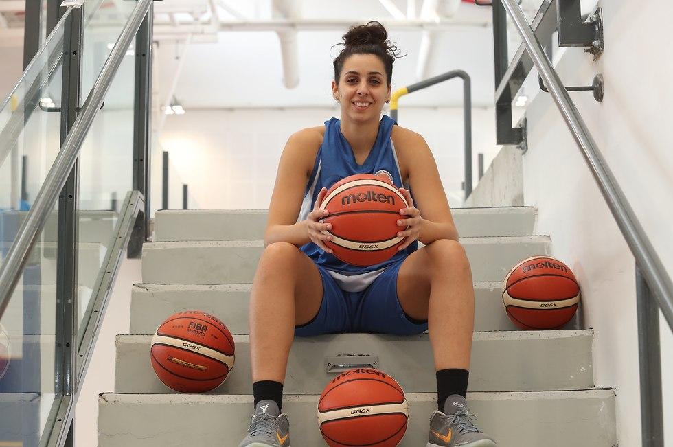 שהד עבוד הפועל פתח תקווה כדורסל נשים (צילום: אורן אהרוני)