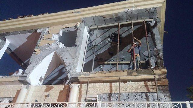 נזק לבית בבאר שבע שנפגע מרקטה שנורתה מרצועת עזה (צילום: בראל אפרים)