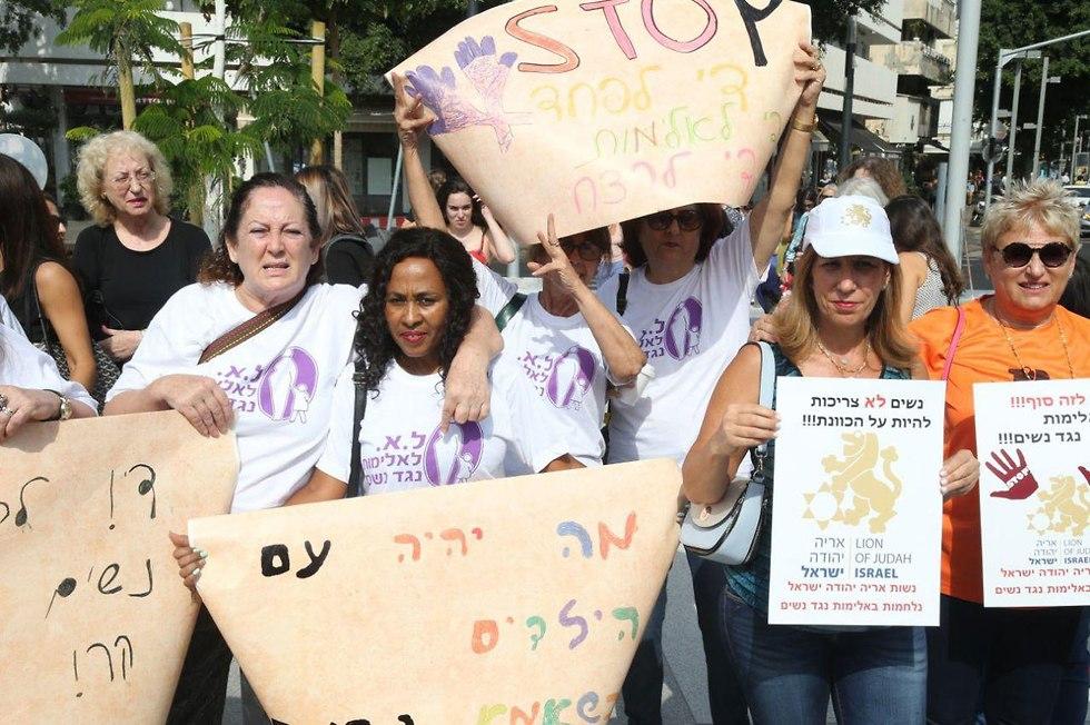 הפגנה נגד אלימות נגד נשים בתל אביב (צילום: מוטי קמחי)