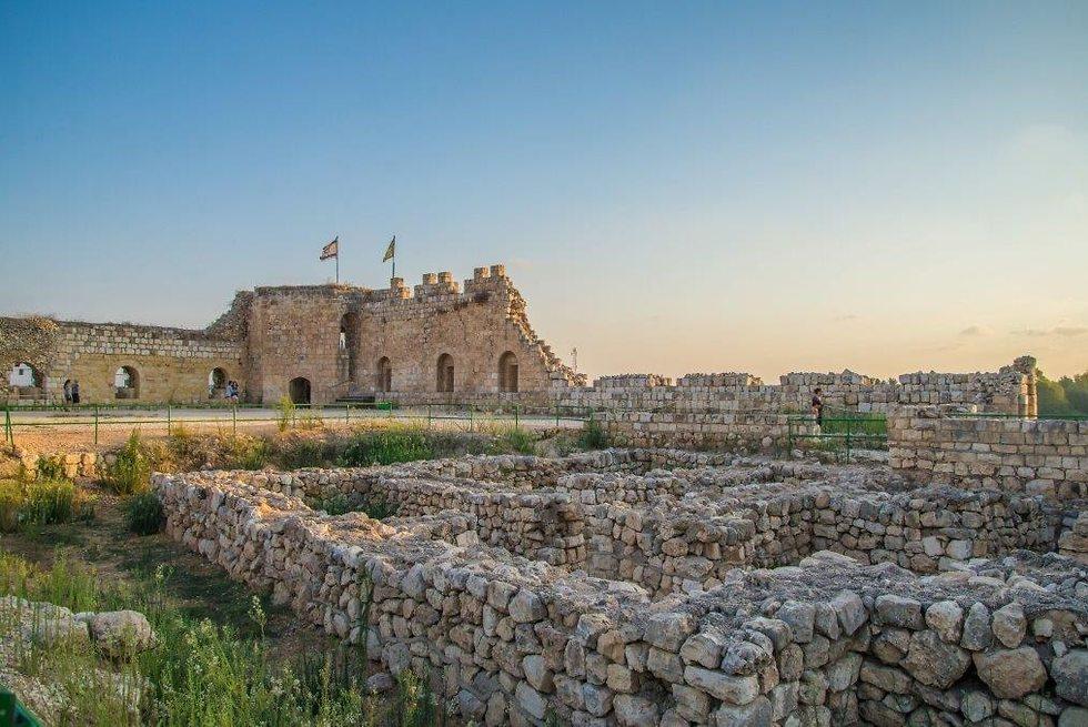 מבצר אנטיפטריס (צילום: מנו גרינשפן)