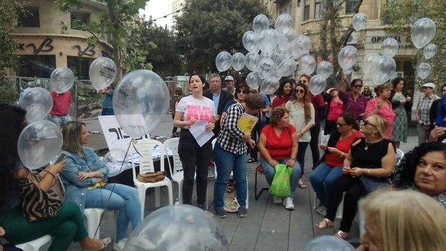 הפגנה מחאה נגד אלימות התעללות נשים רצח רציחות ב ירושלים (צילום: נעמת)