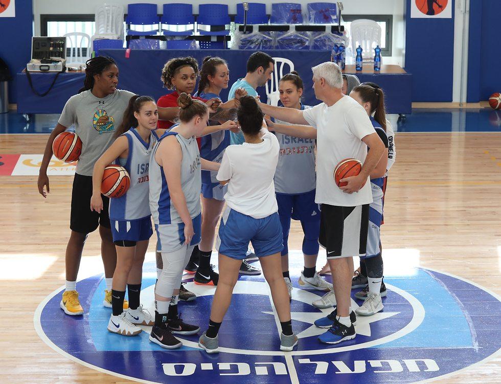הפועל פתח תקווה כדורסל נשים (צילום: אורן אהרוני)