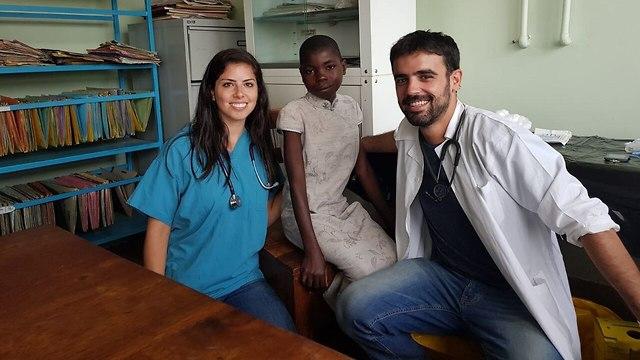 חברי המשלחת בפעולה (צילום: משלחת הטכניון לאוגנדה)