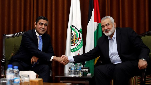 Ahmed Abd al-Khaliq (L) and Ismail Haniyeh  (Photo: Reuters)