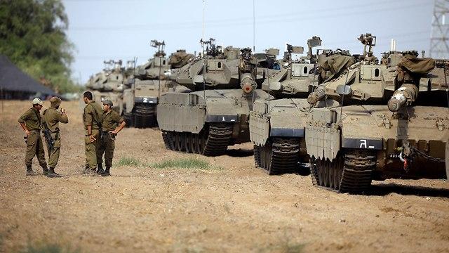 הערכות חיילים בשטחי כינוס  (צילום: רויטרס)