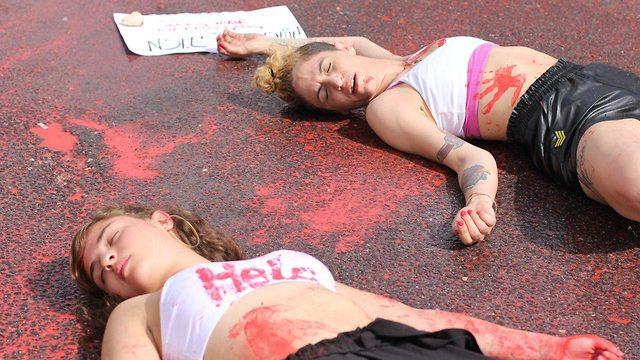 פעילות פמינסטיות בהפגנה על רצח נשים (צילום: מוריה שוורץ)