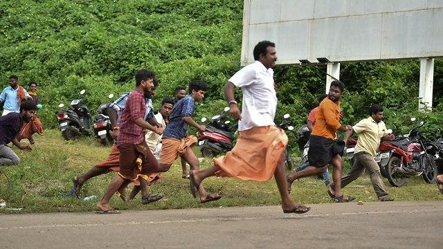 הודו מקדש חוסמים כניסה ל נשים פמיניזם פמיניסטיות (צילום: AP)