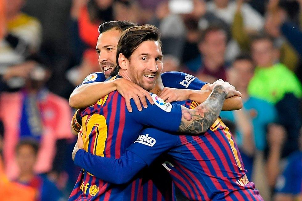 שחקני ברצלונה חוגגים (צילום: AFP)