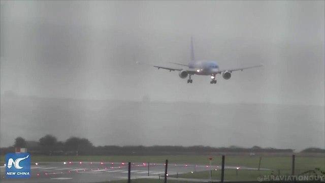 נחיתה צדית בשדה תעופה בריסטול בבריטניה ()