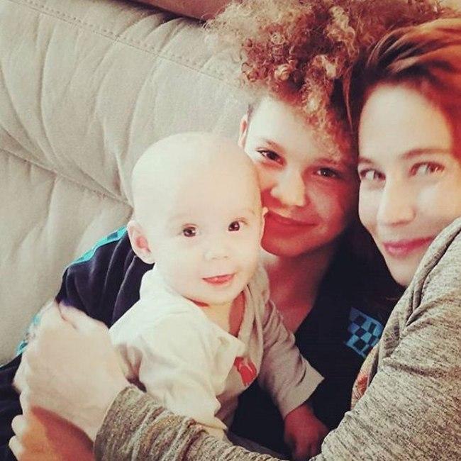 עם הבנות שלה (צילום: אינסטגרם)