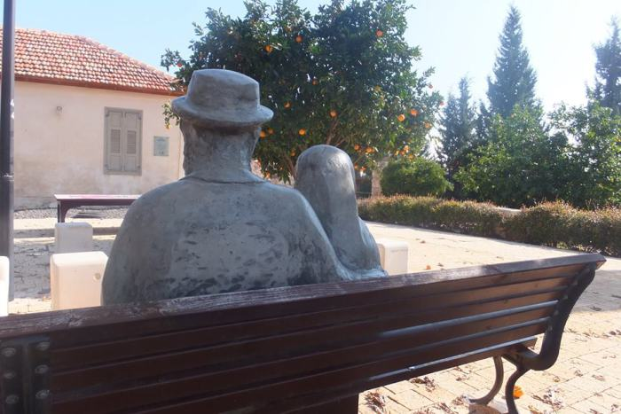 Скульптура супругам Лерер в Нес-Ционе. Фото: Леон Левитас