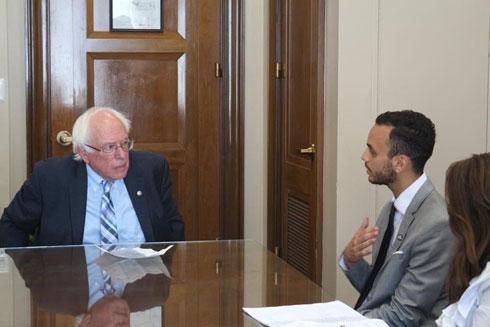 """מטר עם הסנאטור ברני סנדרס בוושינגטון. """"יכולתי לבחור בדרך אחרת"""" (צילום: אלבום פרטי)"""