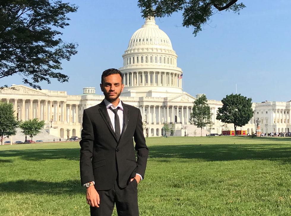 """מטר על גבעת הקפיטול בוושינגטון, קיץ 2018. """"דווקא בגלל שזה קרה לי, ערבי-ישראלי, זה נתן לי זווית ראייה יותר רחבה"""" (צילום: אלבום פרטי)"""