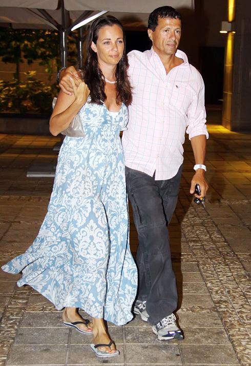 מעדיפה לרוב להימנע מחשיפה. ענת כרם אנג'ל עם בעלה, אודי אנג'ל, 2009 (צילום: דנה קופל)