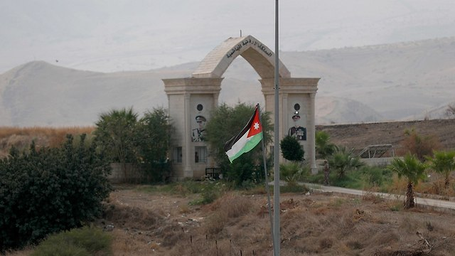 Jordan's flag near Naharayim  (Photo: EPA)