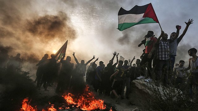 Riots at Gaza border fence (Photo: AFP)