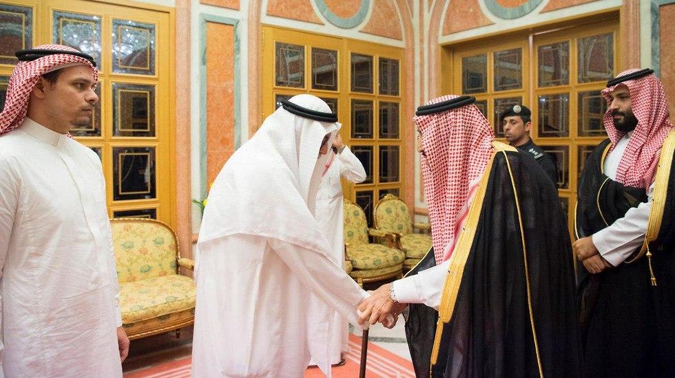 מלך סעודיה, יורש העצר בן סלמאן, ובנו של ג'מאל חשוקג'י (צילום: רויטרס)