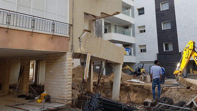 חלק מבניין שקרס כתוצאה מעבודות תמ