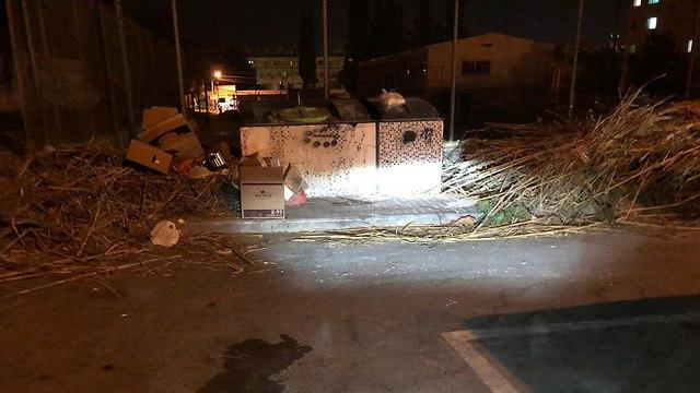 זבל חוסם את הרחוב בשכונה ד' בבאר שבע (באדיבות תושבי העיר)