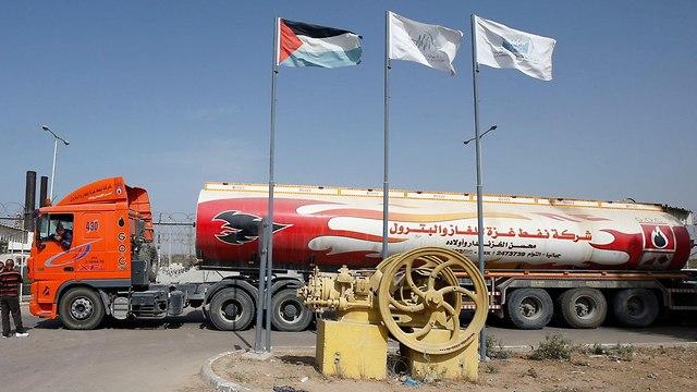 A Qatari petrol truck on its way to the Gaza Strip (file photo) (Photo: Reuters)