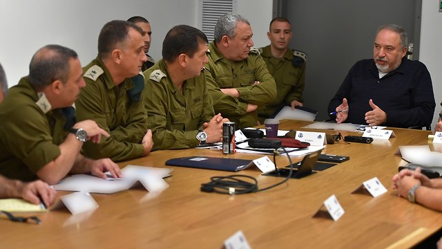 Assessment attended by Defense Minister Avigdor Lieberman and IDF chief of staff  (Photo: Ariel Harmoni/Ministry of Defense)