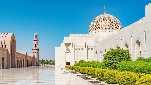 The Sultan Qaboos Grand Mosque in Oman. (Photo: Shutterstock)