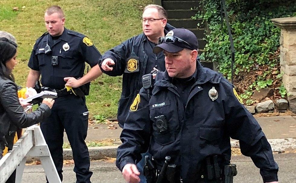 """טבח מזעזע בארה""""ב 11 יהודים נרצחו בבית הכנסת בפיטסבורג ביום שבת על ידי רוצח מתועב 88466690100197980606no"""