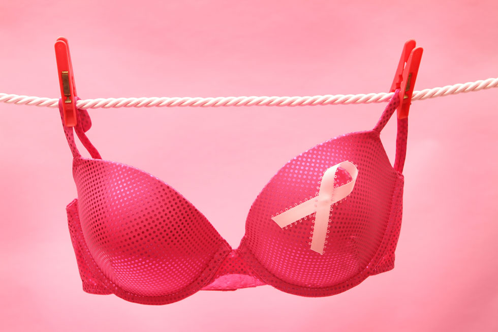 נשים שאוכלות את ארוחת הערב בשעה שבע או שמונה בערב, או מסיימות אותה שעתיים לפני שהן הולכות לישון, נוטות פחות לחלות בסרטן השד (צילום: Shutterstock)